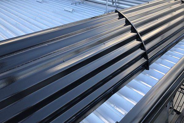 東京都東村山市 外壁塗装 屋根塗装 付帯部塗装 折板屋根中塗り・上塗り (3)