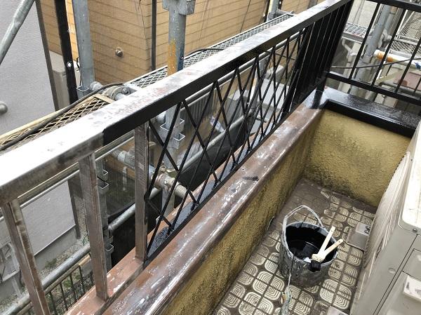 東京都東大和市 M様邸 ベランダフェンス塗装 鉄部サンダーケレン 錆び止め2回塗布 (2)