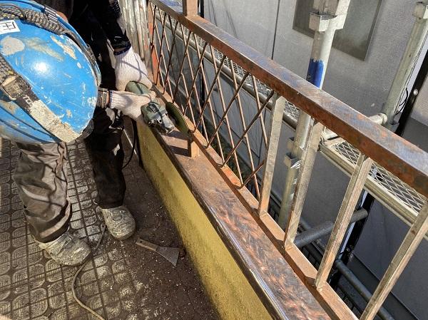 東京都東大和市 M様邸 ベランダフェンス塗装 鉄部サンダーケレン 錆び止め2回塗布 (4)