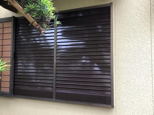 東京都東大和市 E様邸 外壁塗装・付帯部塗装 雨戸塗装 サビの恐ろしさ