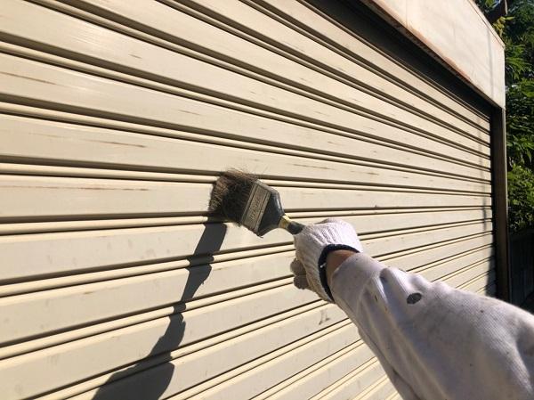 東京都東大和市 E様邸 外壁塗装・付帯部塗装 シャッター塗装 写真付き塗装の工程 (2)