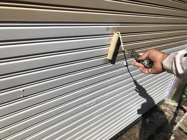 東京都東大和市 E様邸 外壁塗装・付帯部塗装 シャッター塗装 写真付き塗装の工程 (6)