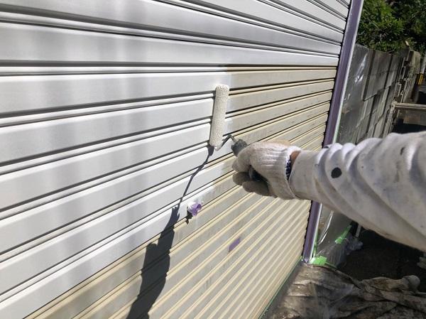 東京都東大和市 E様邸 外壁塗装・付帯部塗装 シャッター塗装 写真付き塗装の工程 (3)