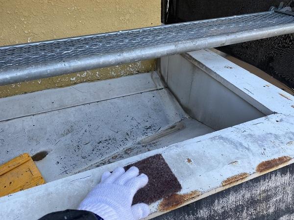 東京都東大和市 M様邸 外壁塗装・付帯部塗装 笠木の塗装 笠木とはどの部分か (1)